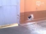 В Донецке снаряд попал в здание кондитерской фабрики «АВК»